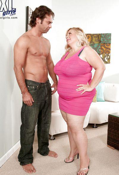 Фото №1 Размял титьки толстой мамаше