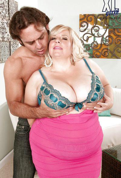 Фото №8 Размял титьки толстой мамаше