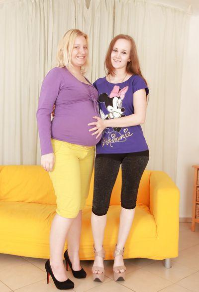 Фото №1 Отлизала волосатую киску беременной подруге