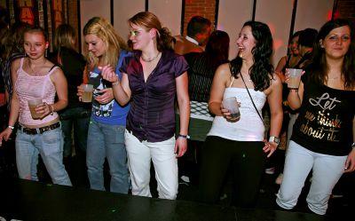 Фото №4 Шлюхи трахаются на вечеринке