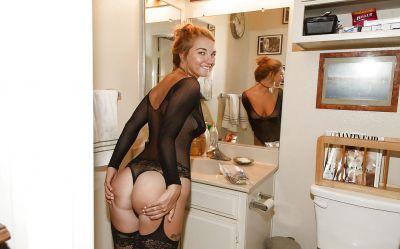 Фото №4 Молодая блондинка Lily Ivy showing в сексуальном белье