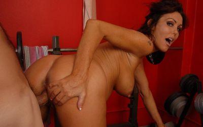 Фото №13 Беременная мамаша трахается в тренажерном зале