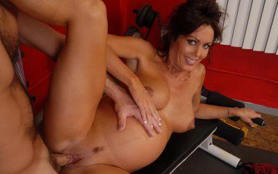 Фото №8 Беременная мамаша трахается в тренажерном зале
