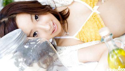 Фото №4 Красивая молодая азиатка с мохнаткой между ног