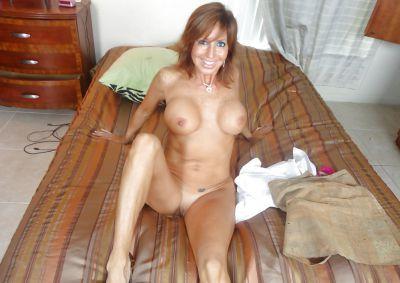 Фото №12 Зрелая леди разделась и раздвинула ноги на кровати