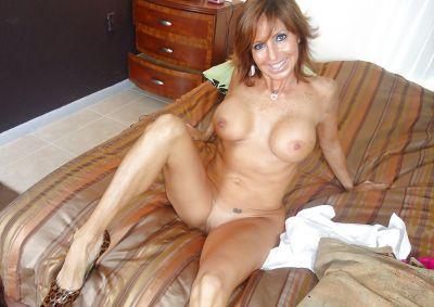 Фото №13 Зрелая леди разделась и раздвинула ноги на кровати