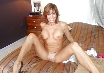 Фото №14 Зрелая леди разделась и раздвинула ноги на кровати