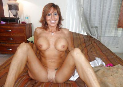 Фото №15 Зрелая леди разделась и раздвинула ноги на кровати