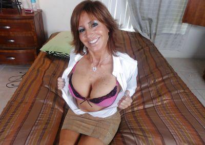 Фото №4 Зрелая леди разделась и раздвинула ноги на кровати