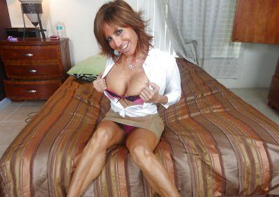 Фото №6 Зрелая леди разделась и раздвинула ноги на кровати