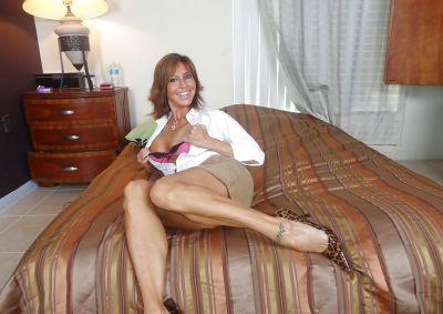 Фото №7 Зрелая леди разделась и раздвинула ноги на кровати