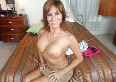 Фото №8 Зрелая леди разделась и раздвинула ноги на кровати