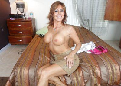 Фото №9 Зрелая леди разделась и раздвинула ноги на кровати