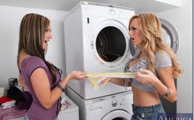 Фото №4 Лесбиянки трахнулись в прачечной с самотыками