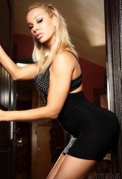 Фото №1 Шаловливая блондинка с сочным задом
