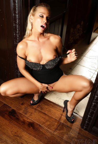 Фото №8 Шаловливая блондинка с сочным задом