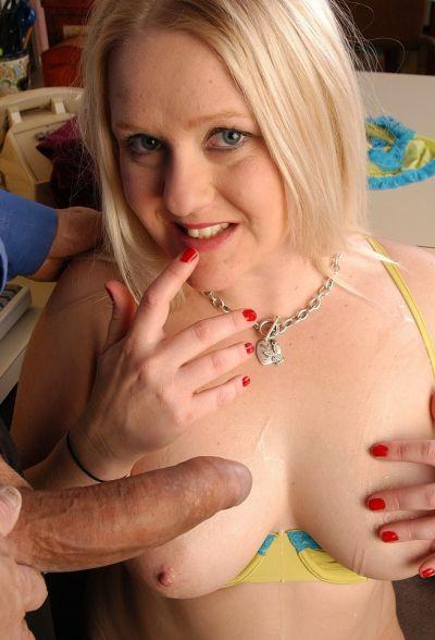 Фото №16 Толстенькая блондинка потрахалась с учителем в школе
