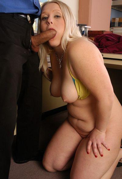Фото №7 Толстенькая блондинка потрахалась с учителем в школе