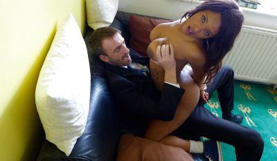 Фото №6 Белый мужик грубо чпокнул сексуальную негритянку