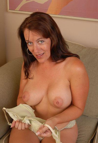 Фото №6 Зрелая женщина раздвинула киску