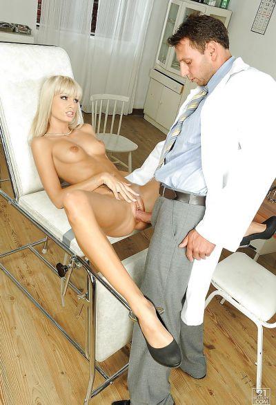 Фото №10 Потрахалась на приеме у гинеколога