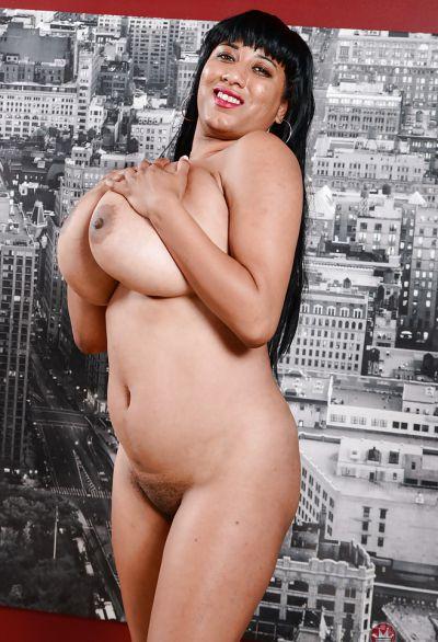 Фото №15 Пухлая мулатка с большими бидонами