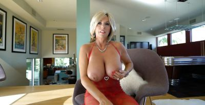 Фото №13 Зрелая милфа в прозрачном красном платье показала наливные дыни