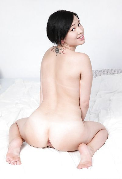 Фото №16 Азиатка Netta трахает себя в анал самотыком
