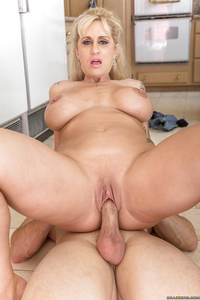 Xxx blonde milf