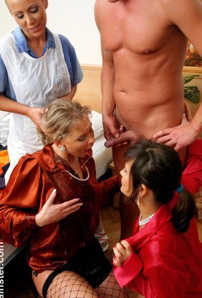 Фото №16 Трахнул медсестру и обоссал двух шалав