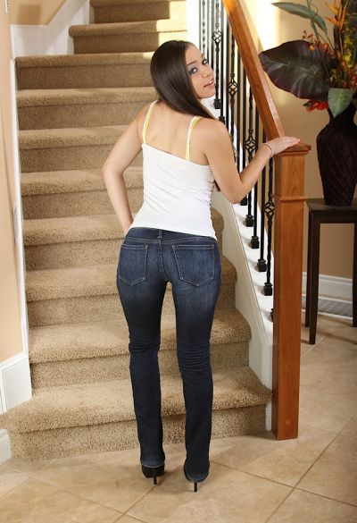 Фото №3 Привлекательная девушка Tiffany Taylor показала щели крупным планом