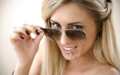 Фото №16 Красивая блондинка сделала минет и получила сперму на лицо