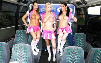 Фото №2 Групповуха с тремя черлидершами в автобусе