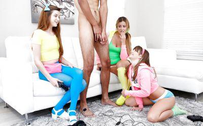 Фото №2 Три девицы обработали черный член
