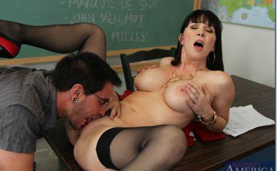 Фото №4 Секс с отличной зрелой училкой в чулках