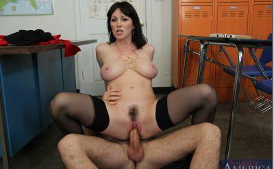 Фото №9 Секс с отличной зрелой училкой в чулках